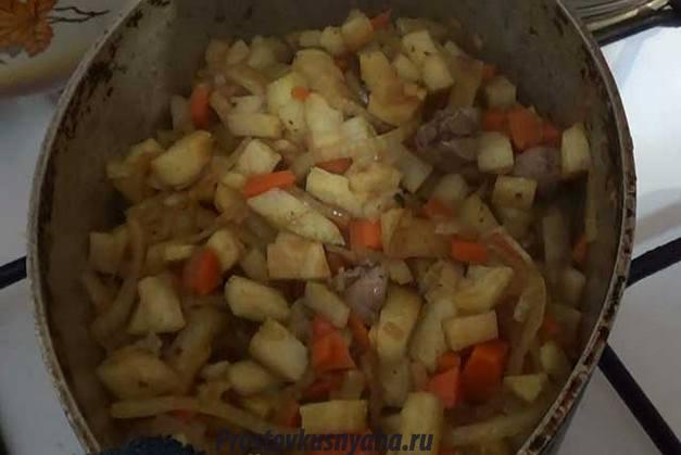 Тушим овощи и потроха